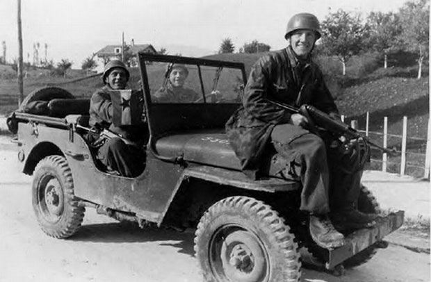 Nemci u Titovom džipu koji je dobio od Čerčila