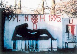 "Spomenik u selu Strmenu, oskrnavljen 1995. godine (Fotodokumentacija ""Politike"")"