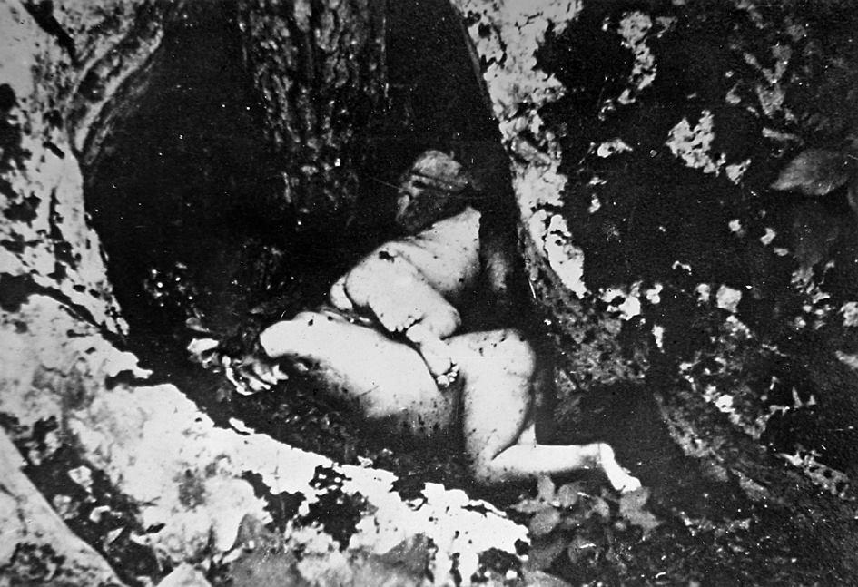 Poklana i iskasapljena srpska djeca od ustaša u Gračacu. Zvjerstvo fotografisali italijanski vojnici.