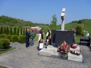 U Donjem Duboviku, administrativnom sjedištu opštine Krupa na Uni, danas je obilježeno 25 godina od osnivanja 11. Krupske lake pješadijske brigade.