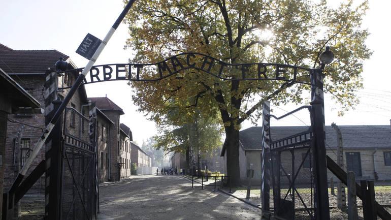 Poljska Vlada u egzilu, također pokazuju dokumenti, dostavila je UN-u nevjerovatno detaljne opise koncentracionih kampova kao što su bili Treblinka Auschwitz AP