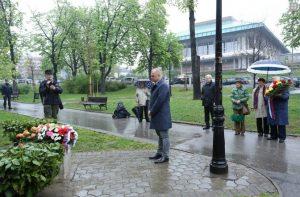 Градски менаџер Горан Весић положио венац на спомен обележје у Карађорђевом парку (Фото Беоком)