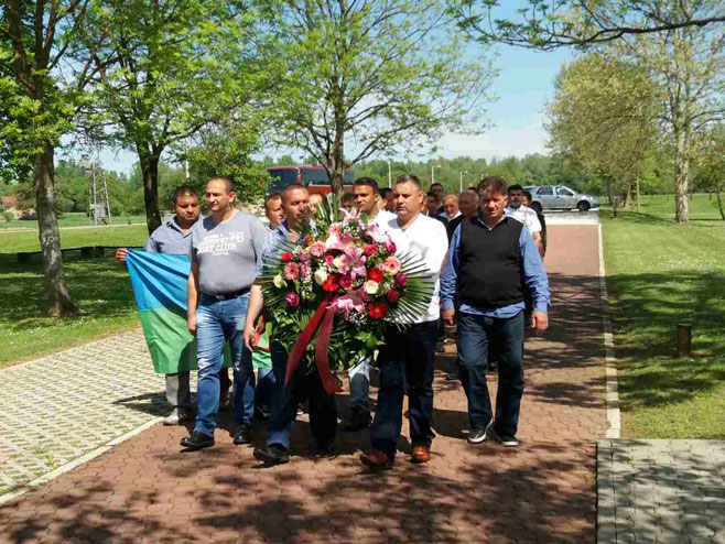 Članovi Saveza Roma i Hrvatskoj posjetili Donju Gradinu (Foto: RTRS)