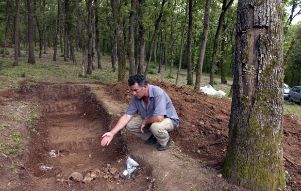 Iskopovavanje masovne grobnice na Oplencu