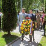 U ime predsjednika Republike Srpske Milorada Dodika, vijenac na spomenik u naselju Dobrinja četiri položio je njegov izaslanik Marko Vidaković.