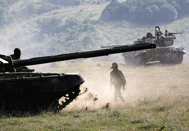 Izvlačenje tenkova JNA, Foto: Tanjug