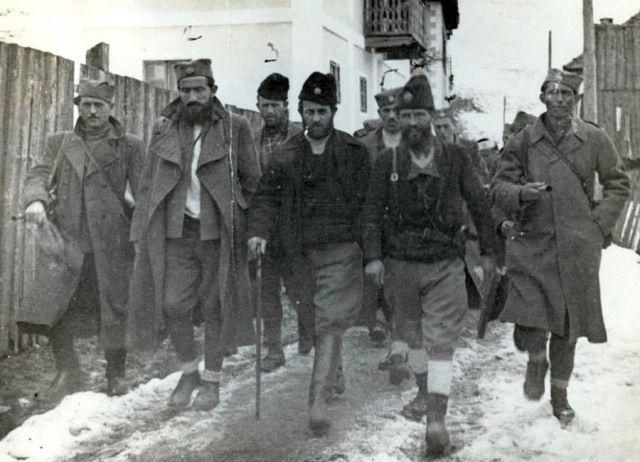 Pavle Đurišić (u sredini, sa štapom) u pratnji svog štaba