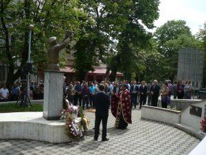 Kod Spomenika junacima grada u Prnjavoru danas je služen parastos za 71 poginulog borca Vojske Republike Srpske iz Prnjavora i Ratkovca povodom obilježavanja Dana Vojske Republike Srpske.