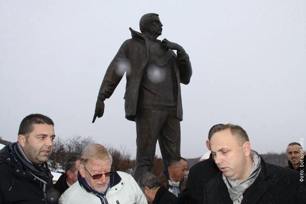 Вилијам Вокер на откривању споменика