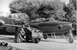 """Avion F-84G ev. br. 10678 sa karakterističnim """"Crnim panterom"""" 238. lbae (kolekcija M. Micevski)"""