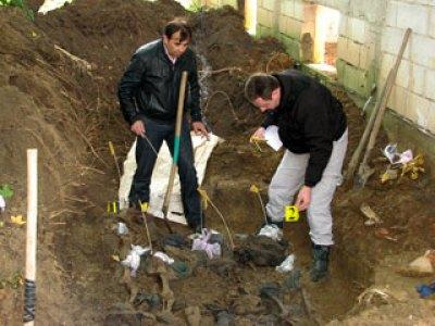 Grobnica - ekshumacija tijela (arhiva) Foto: SRNA