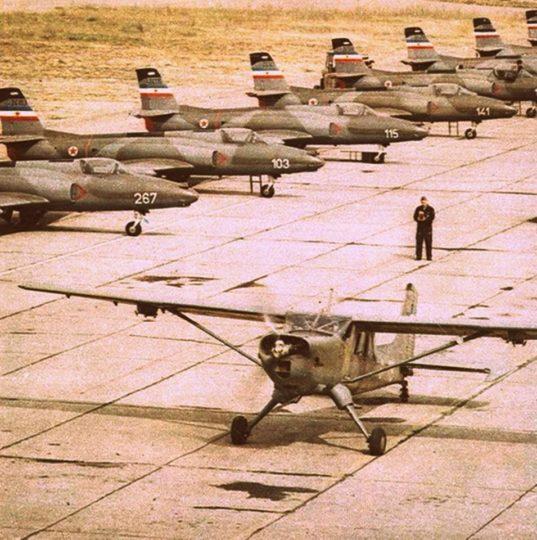 Postrojeni avioni J-21 Jastreb na aerodromu Cerklje iz sastava 238. lbae (foto KRV i PVO)