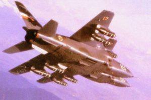 Jurišni avioni J-22 Orao iz sastava 238. lbae naoružani sa kasetnim bombama BL-755 u letu iznad Slovenije (foto KRV i PVO)