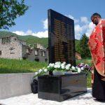 Parastosom, prisluživanjem svijeća i polaganjem cvijeća na spomen obilježje u selu Ledići, kod Trnova, danas u članovi porodica nevinih srpskih žrtava dostojanstveno i molitveno obilježili 25 godina od krvavog pira muslimanskih falangi koje su svirepo likvidirale 24 srpska civila iz ovog sela.