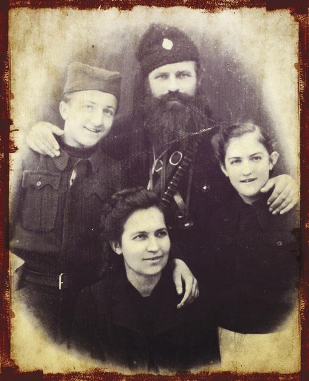 Kalabić sa sinom Milanom, ćerkom Mirjanom i suprugom Borkom