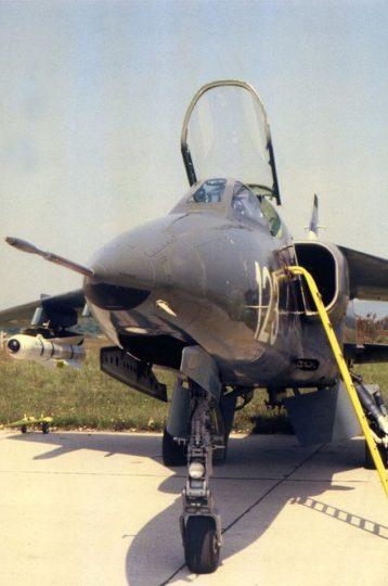 Orao ev. br. 25123 naoružan sa raketom meverik na aerodromu Cerklje (foto KRV i PVO)