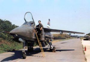 Jedna od retkih ratnih fotografija komandanta 92. mabr pilota potpukovnika Slobodana Kusturića pred let na avionu J-22 Orao 1992. godine (