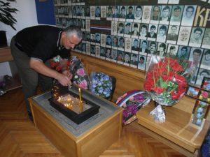 Петрово - спомен соба, паљење свијећа погинулим борцима