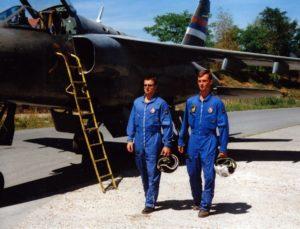 Piloti V i PVO VRS prolaze pored jurišnog aviona J-22 Orao iz sastava 238. lbae (foto Drago Vejnović)