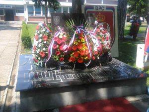 Polaganje vijenaca na spomen ploču poginulim borcima Prvog krajiškog korpusa Foto: RTRS