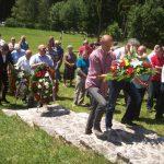 Služenjem parastosa i polaganjem cvijeća na mjesnom spomen-obilježju Blatine-Pribanj na Palama je danas odata počast za 14 poginulih srpskih boraca u proteklom odbrambeno-otadžbinskom ratu
