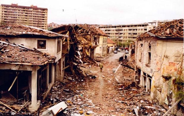 NATO je zverski bombardovao Prištinu,foto Rsa press