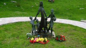 Споменик у Долима у Пиви гдје је обиљежено 74 године од страдања православног народа.