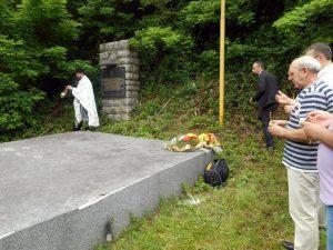 Kod spomen-kosturnice žrtvama ustaškog zločina u Srebrenici danas je služen parastos za više od 250 srpskih civila koje su ustaše ubile na drugi dan pravoslavnog praznika Trojica 1943. godine u Srebrenici i sljedećeg dana na Zalazju