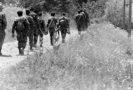 Borbe u Posavini. Jedinice VRS i brigade MUP-a RSK napreduju prema rijeci Savi. Posavina, ljeto 1992. godine. (Foto Ranko Ćuković)