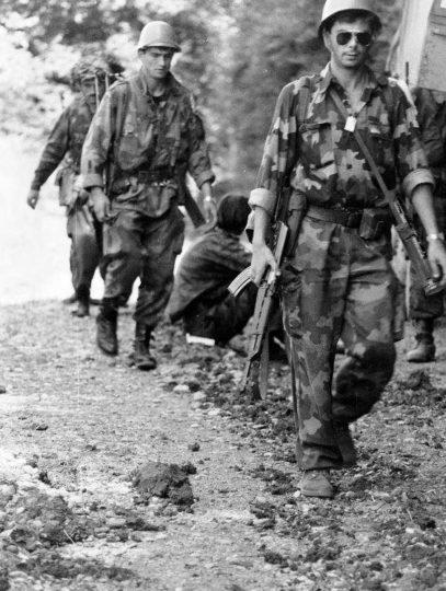 Borbe u Posavini. Jedinice VRS i brigade MUP-a RSK napreduju prema rijeci Savi. Posavina, ljeto 1992. godine.(Foto R. Ćuković.)