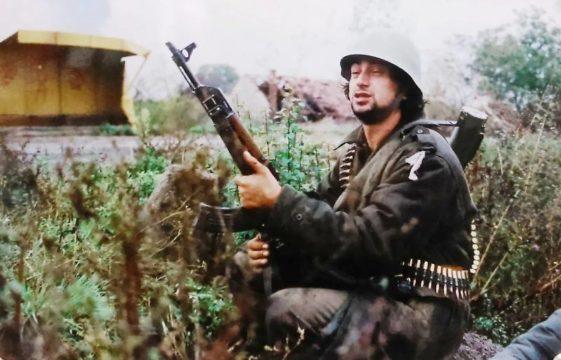 Borbe za Brod. Borci TG-3 pod komandom tadašnjeg pukovnika Slavke Lisice napreduju prema Brodu i rijeci Savi. Jesen, 1992. godine.(Foto Ranko Ćuković)
