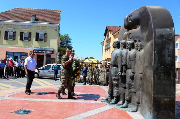 U Derventi je danas obilježen Dan oslobođenja opštine u odbrambeno-otadžbinskom ratu u kome je poginulo 608 srpskih boraca sa ovog područja, a oko 2.000 je ranjeno.  Ispred spomen-obilježja vijenac je položio načelnik opštine Milorad Simić