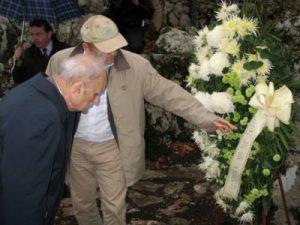 Slavko Goldstein pred Šaranovom jamom 2009.