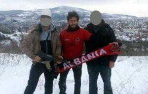Ismail Morina (u sredini) iznad Kosovske Mitrovice, mart 2015., Foto VeriInfo