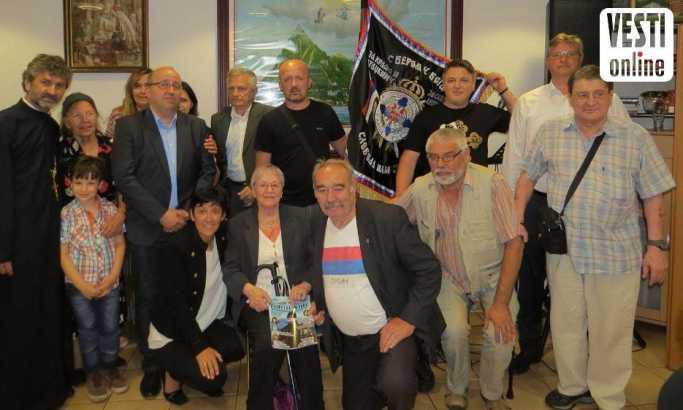 Gosi i domaćini: Mara Koluvija u sredini  Foto: M. Stanković