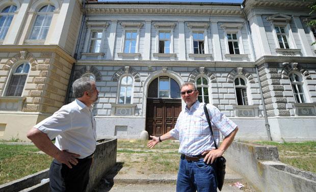 Njegovan i Veljanović pred zgradom u kojoj će zaživeti Muzej prisajedinjenja / Foto D. Dozet