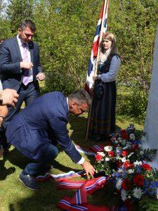 """Председник СД """"Рас"""" из Осла, Јован Јеремић, положио је цвеће страдалима"""