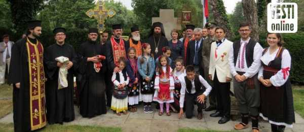 predstavnici crkve, vojske i države sa domaćinima pred centralnim spomenikom  Foto: M. Stanković