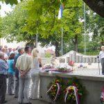 Opštinska organizacija SUBNOR-a u Prnjavoru danas je polaganjem cvijeća kod bisti narodnih heroja i ispred spomenika palim borcima NOR-a i žrtvama fašističkog terora obilježila Dan oslobođenja opštine u Drugom svjetskom ratu 10. jul.