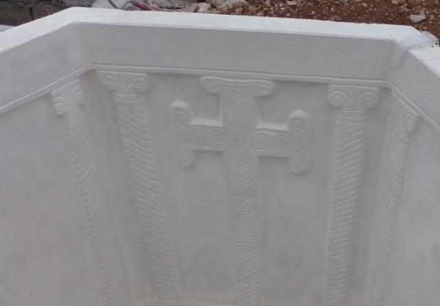 Replika krstionice u bašti Josipa Jole Mateše u Vodicama (Foto: YouTube Screenshot)