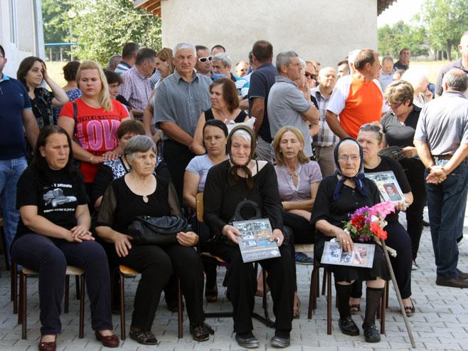 Sjećanje na žrtve zločina u Starom Grackom (Foto: SRNA)
