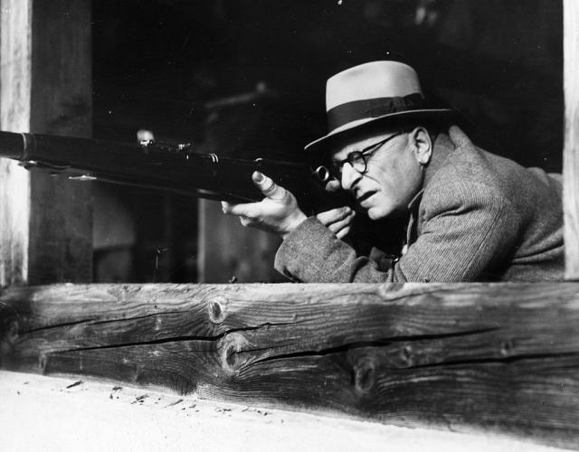 Švajcarac na vežbi gađanja iz puške 1940. (Foto: Gettyimages)