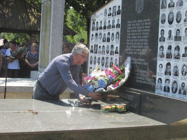 Cvijeće na spomen-obilježje u Zalazju kod Srebrenice položio izaslanik predsjednika Republike Srpske Radomir Pavlović
