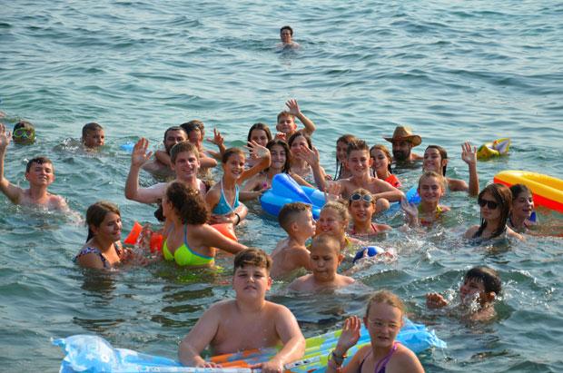 Деца са Косова и Метохије први пут су отишли на море захваљујући Гујону