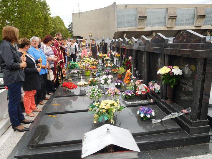 """Na groblju """"Sveti Pantelija"""" u Banjaluci služen je parastos za osam pripadnika Vojske Republike Srpske koji su stradali na današnji da prije 25 godina na Goloj Planini kod Jajca."""