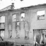 Spaljena kuća u Donjem Lapcu Foto: Igor Galo