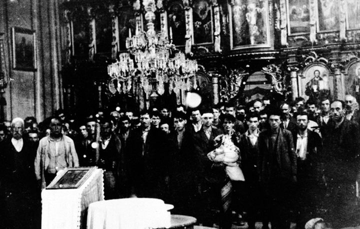 ГЛИНА - Слика приjе злочина - Стара Глинска црква, у коjу су почетком аугуста 1941, довабљени (обманути обећањем о приjелазу на католичанство) те потом поклани Срби, мушкарци с подручjа котара Вргинмост.