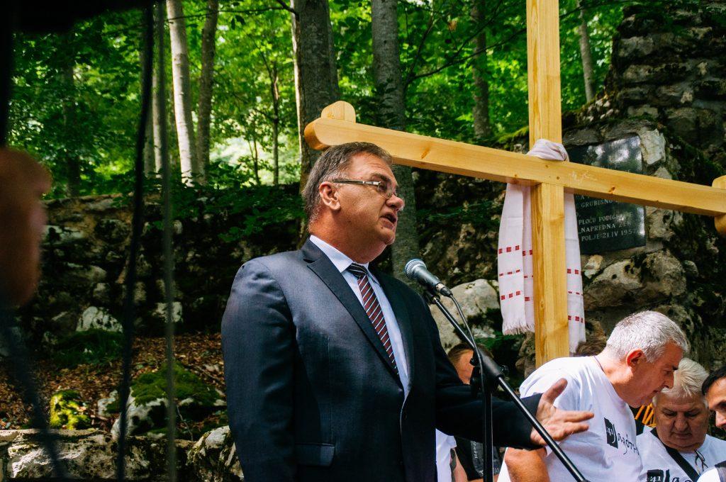 Dr Mladen Ivanić na Jadovnu kod Šaranove jame 01. jula 2017.
