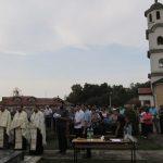 U Crkvi Svetog kneza Lazara u Kruškovom Polju kod Šamca služena je zaupokojena liturgija, a zatim je kod spomenika služen parastos za 14 poginulih boraca Vojske Republike Srpske /VRS/ i tri civilne žrtve rata iz ovog mjesta.