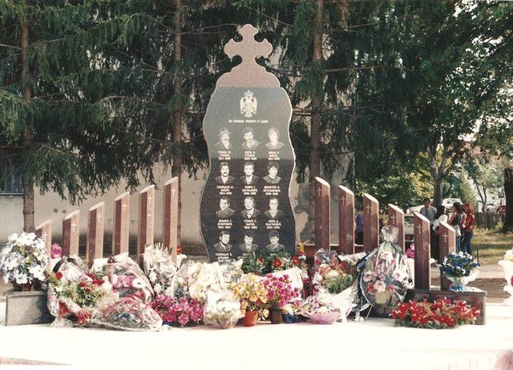 U Srednjoj Slatini kod Šamca služen je parastos za 12 poginulih boraca Vojske Republike Srpske i tri civilne žrtve odbrambeno-otadžbinskog rata, koji su poginuli od 1992. do 1995. godine, kao i trojici pripadnika vazduhoplovne jedinice, poginulim početkom 1992. godine, kada je njihov helikopter oboren u ovom mjestu.